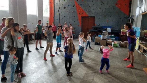 Координатор проєкту «Танцюю, як усі» Олена Коваль: «На велику сцену вийдуть дітки з інвалідністю разом зі здоровими дітьми і будуть танцювати, незважаючи ні на що». танцюю як усі, тернопіль, проєкт, суспільство, інвалідність