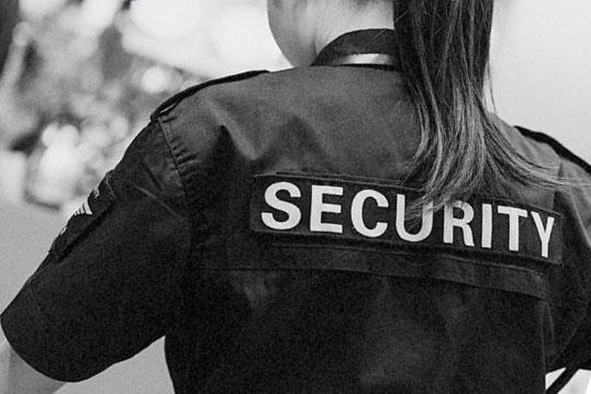 Реалії часу: у Долинській жінка з інвалідністю стала охоронницею на одному з найбільших підприємств регіону