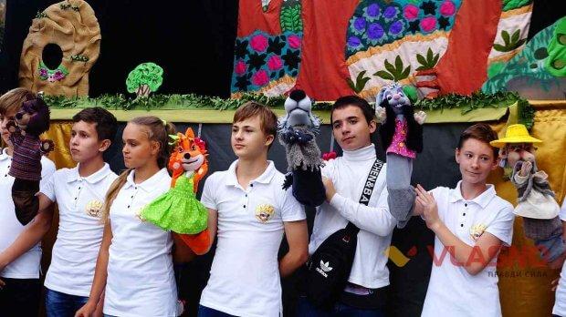 14-річний учасник Володимир Абрукін щасливий, що йому в житті трапився такий шанс стати частиною театру. вінниця, вистава, жестова мова, порушення слуху, суспільство