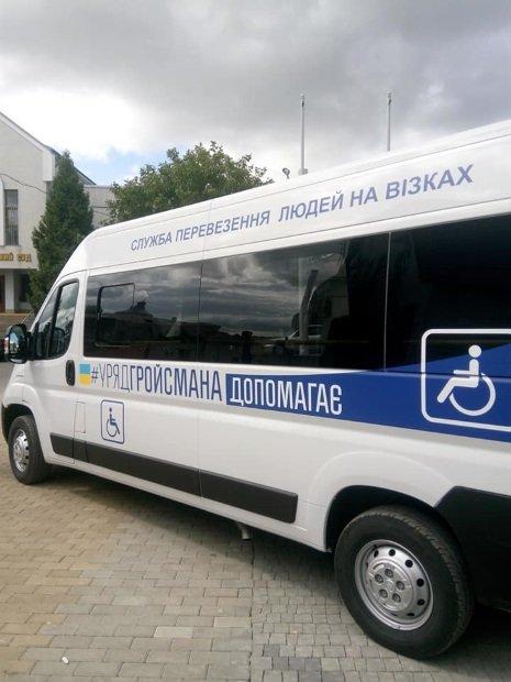 Соціальне таксі для людей з інвалідністю починає курсувати у Збаражі (ФОТО)