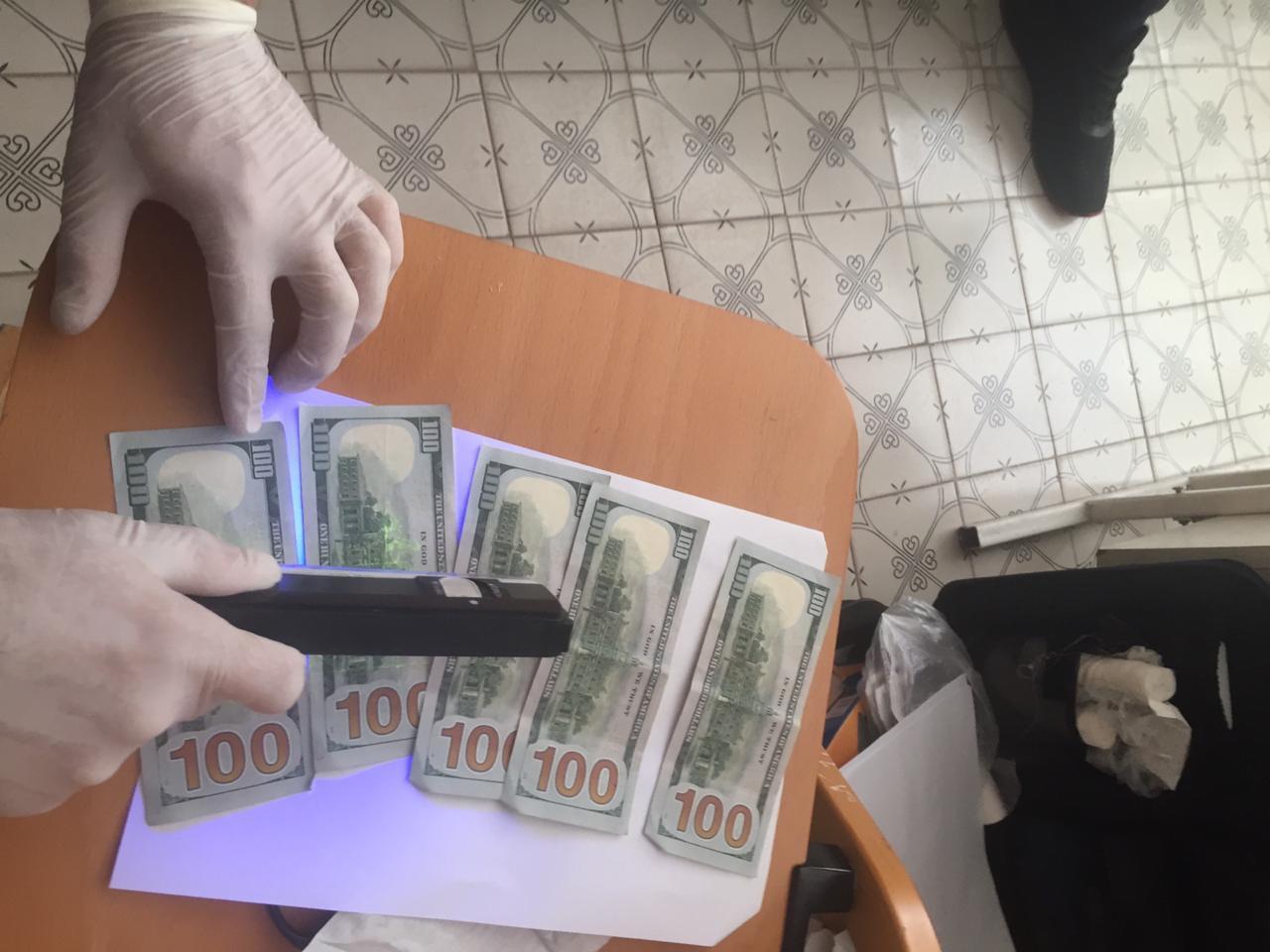На Тернопільщині завідувач відділення лікарні отримав 500 доларів США неправомірної вигоди за призначення інвалідності