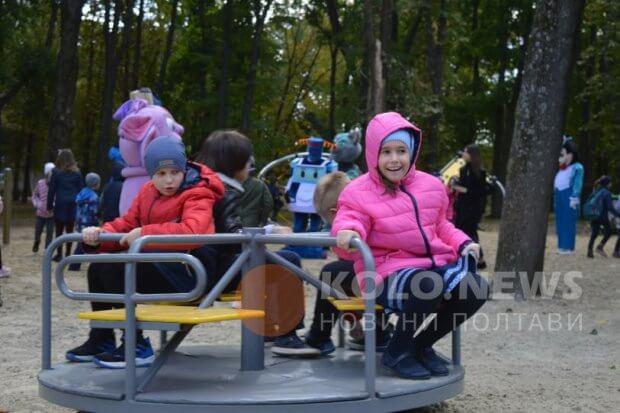 У Полтаві відкрили дитячий інклюзивний майданчик. полтава, проект, інвалідність, інклюзивний майданчик, інклюзія