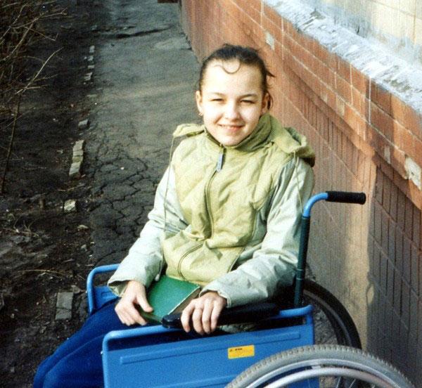 «Как только мне в мозг вживили «батарейку», я встала с инвалидного кресла, в котором провела 20 лет». наталья титова, заболевание, инвалидное кресло, нейростимулятор, торсионная дистония
