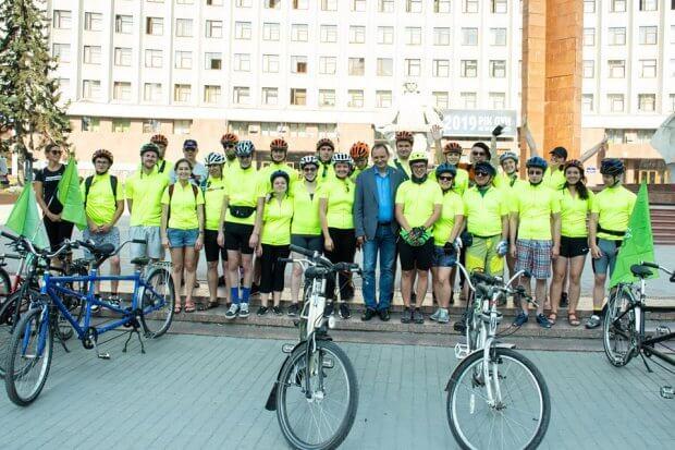 Велосипедисти на тандемах вирушили у велопробіг з Івано-Франківська до Берліна. івано-франківськ, бачу можу допоможу, берлін, велопробіг, незрячий