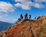 Патрульні Волині допомогли піднятися на гору чоловіку на інвалідному візку (ФОТО). on 3 wheels, пікуй, гора, поліцейський, інвалідний візок