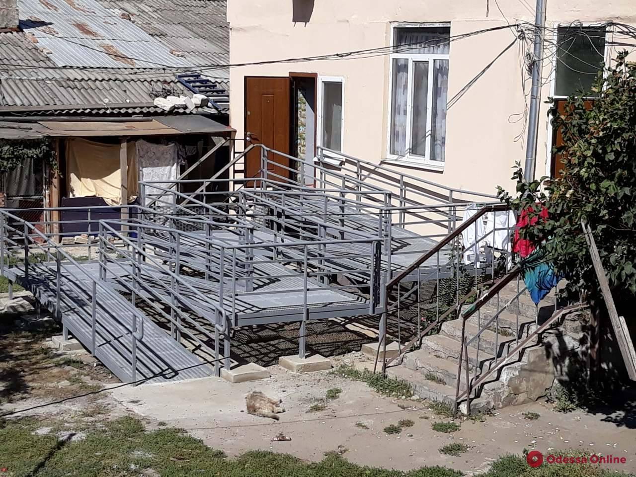 Одесские чиновники похвастались «гоночным треком» для ребенка-колясочника