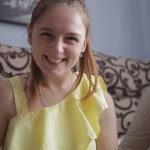 Усміхнена та на позитиві: особлива дівчина з Виноградова, яка зійшла на Говерлу, розповіла про себе (ВІДЕО)