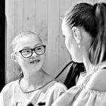История Солнечной девочки, которая ходит в обыкновенную школу