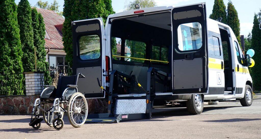 На Житомирщині з'явилася ще одна служба «Соціального таксі» – у Чоповицькій ОТГ (ФОТО). чоповицька отг, підйомник, соціальне таксі, спецавтомобіль, інвалідність
