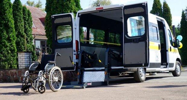 На Житомирщині з'явилася ще одна служба «Соціального таксі» – у Чоповицькій ОТГ. чоповицька отг, підйомник, соціальне таксі, спецавтомобіль, інвалідність