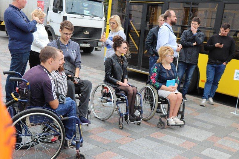 Місто, доступне кожному: в центрі Полтави вчилися допомагати маломобільним пасажирам громадського транспорту (ФОТО). полтава, громадський транспорт, семінар, суспільство, інвалідність