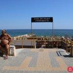 Світлина. К концу сезона одесские чиновники так и не благоустроили до конца пляж для инвалидов. Безбар'ерність, инвалидность, пандус, Одесса, пляж, благоустройство