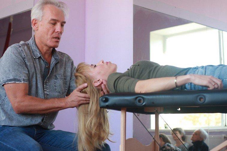Незрячий массажист из Никополя преподал урок смелости (ФОТО, ВИДЕО). александр анучин, инвалидность, массажист, невидящий, незрячий