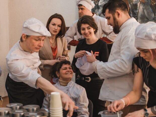 Кранчі з любов'ю: як молодь з інвалідністю створює корисні сніданки. кранчі з любов'ю, чернівці, проект, соціальне підприємництво, інвалідність