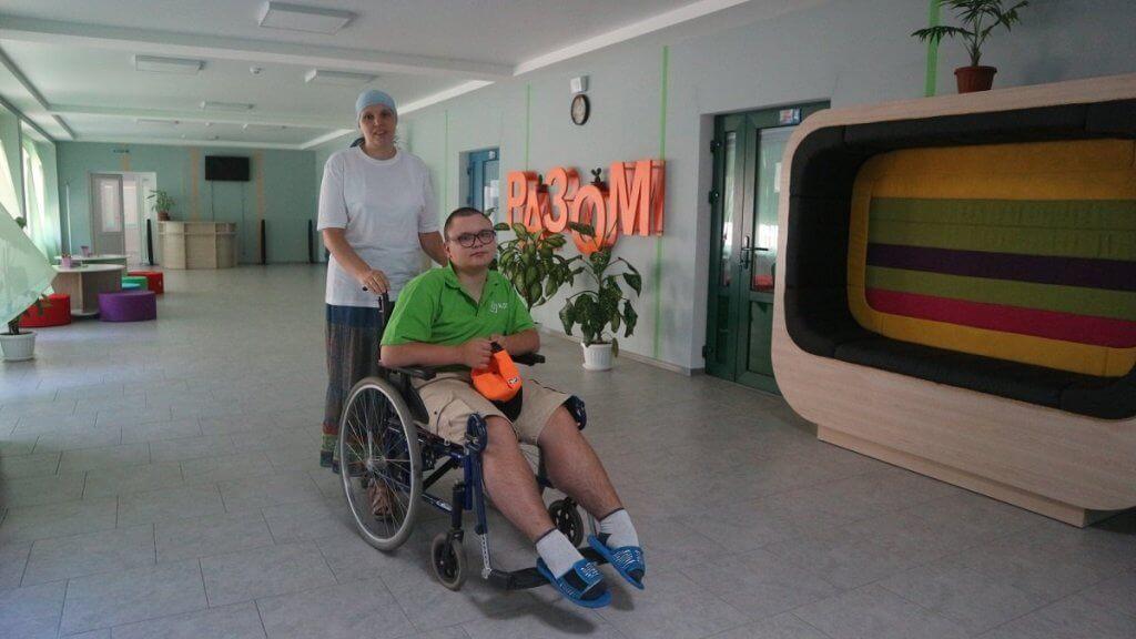 Школи не для всіх: як у Кропивницькому здобувають освіту діти з інвалідністю (ФОТО). кропивницький, візочник, доступність, школа, інвалідність