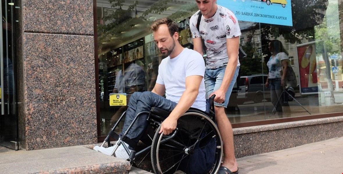 Громадські активісти оприлюднили відео перевірки Кропивницький на доступність (ВІДЕО)
