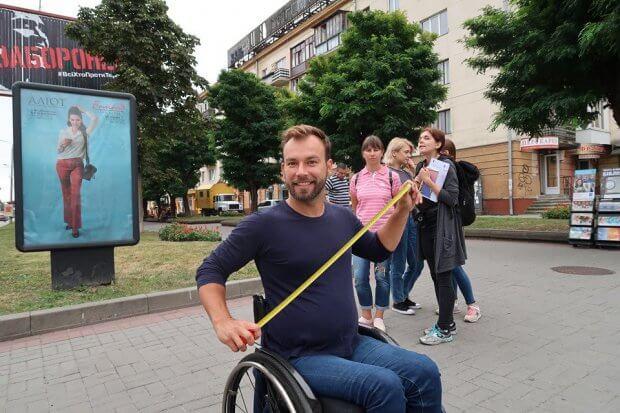 """Команда """"Доступно.UA"""" перевіряла Білу Церкву на доступність для людей з інвалідністю. біла церква, дмитро щебетюк, доступність, перевірка, інвалідність"""