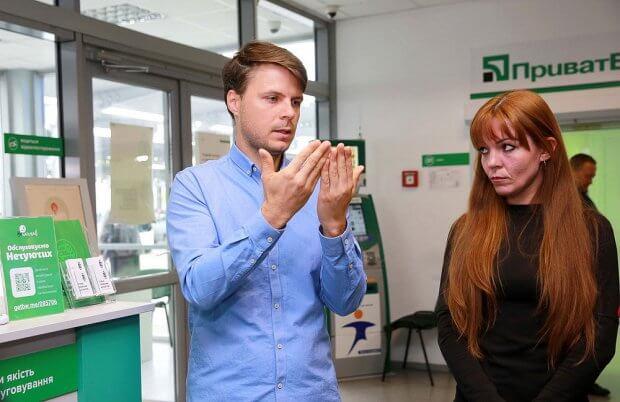 У сервісних центрах МВС запрацював сервіс моментального сурдоперекладу для клієнтів із вадами слуху. мвс, вади слуху, глухий, сервіс, сурдопереклад