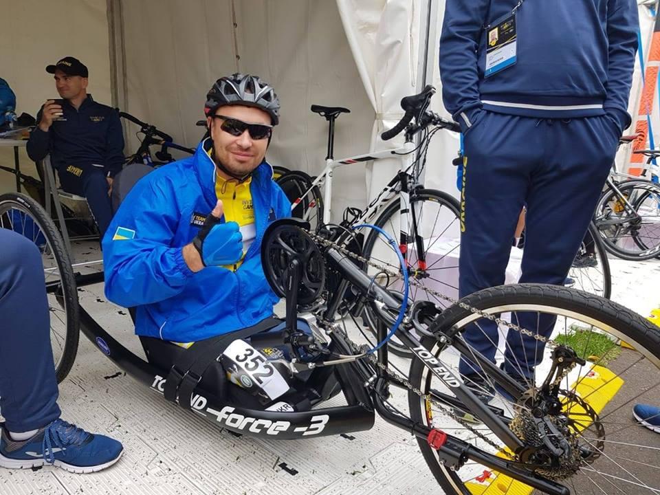 Олександр Чалапчій, не маючи обох ніг, під час підготовки до Invictus Games проїжджав на ручному велосипеді по 70 кілометрів на день. invictus games, олександр чалапчій, ампутация, велосипед, поранення