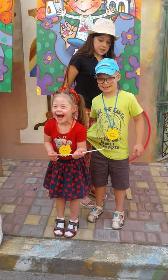 Вперше у Чернівцях – дитячий флеш-моб «Всі діти рівні – всі талановиті!»