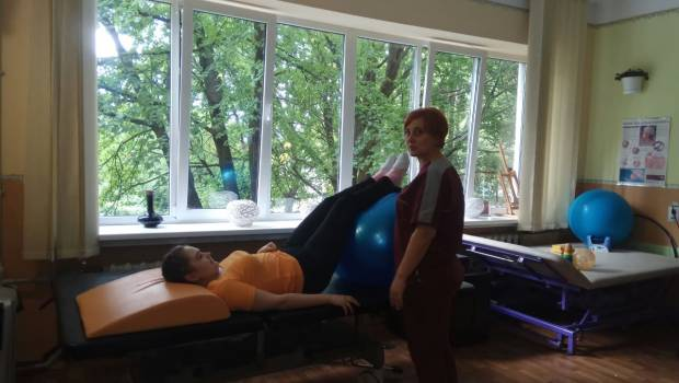 В Мукачеві проводять реабілітацію для людей, які пережили інсульт. мукачево, ерготерапія, лікарня, хвороба, інсульт