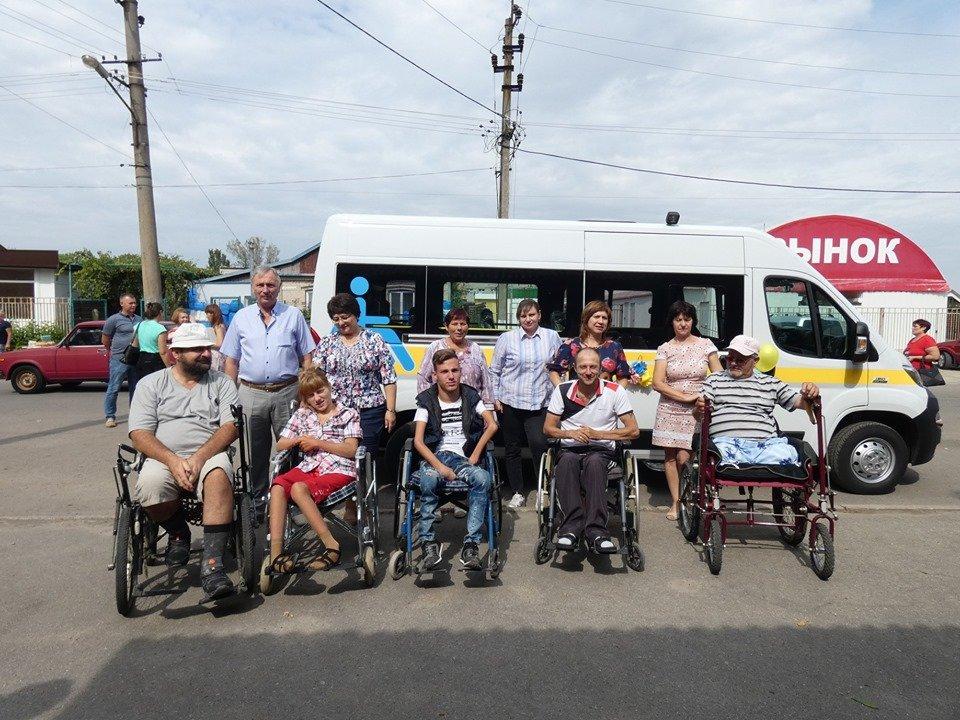 Приморська територіальна громада отримала обладнаний для перевезення осіб з інвалідністю автомобіль (ФОТО)