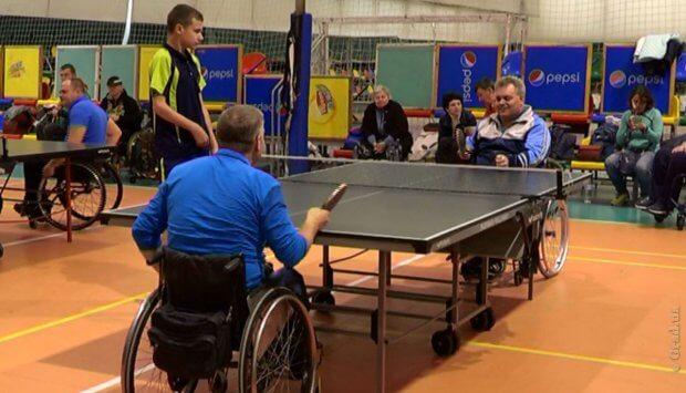 Особые соревнования по теннису прошли в Одессе. одесса, инвалидная коляска, соревнование, спортсмен, теннис