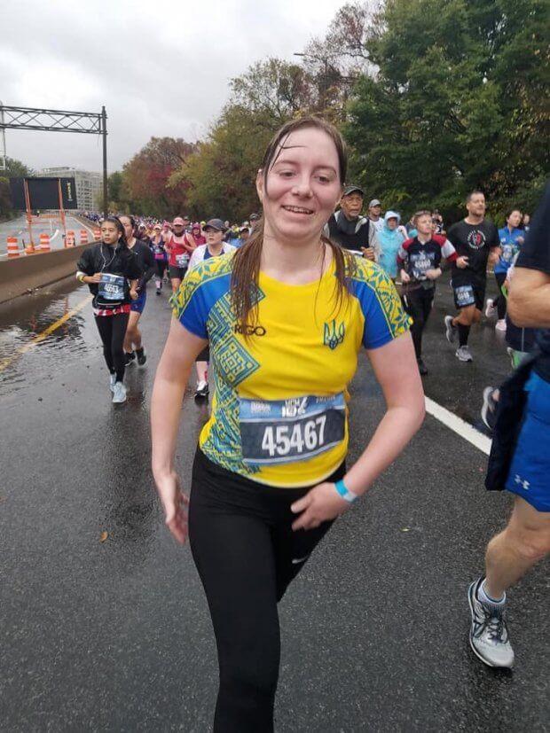 Ветеранка АТО у протезі пробігла марафон з 10-ти кілометрів. марафон морської піхоти, ольга бенда, сша, ветеранка ато, протез