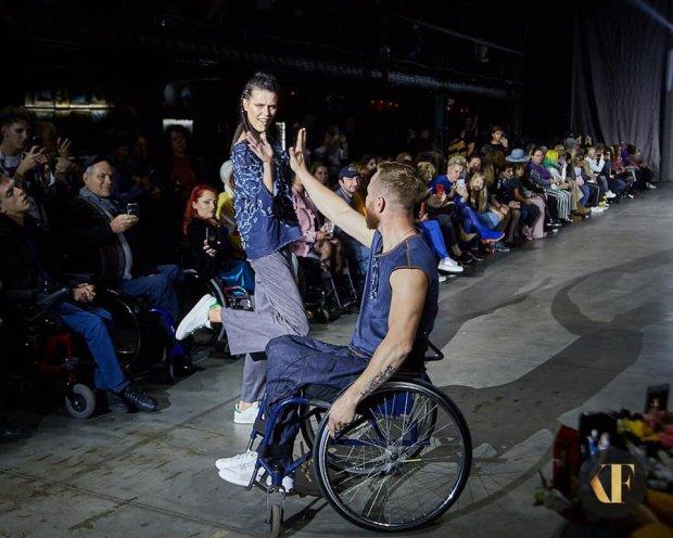 Люди на інвалідних візках підкорили подіум у Харкові: яскраві фото та відео. kharkiv fashion-2019, модель, показ, інвалідний візок, інвалідність