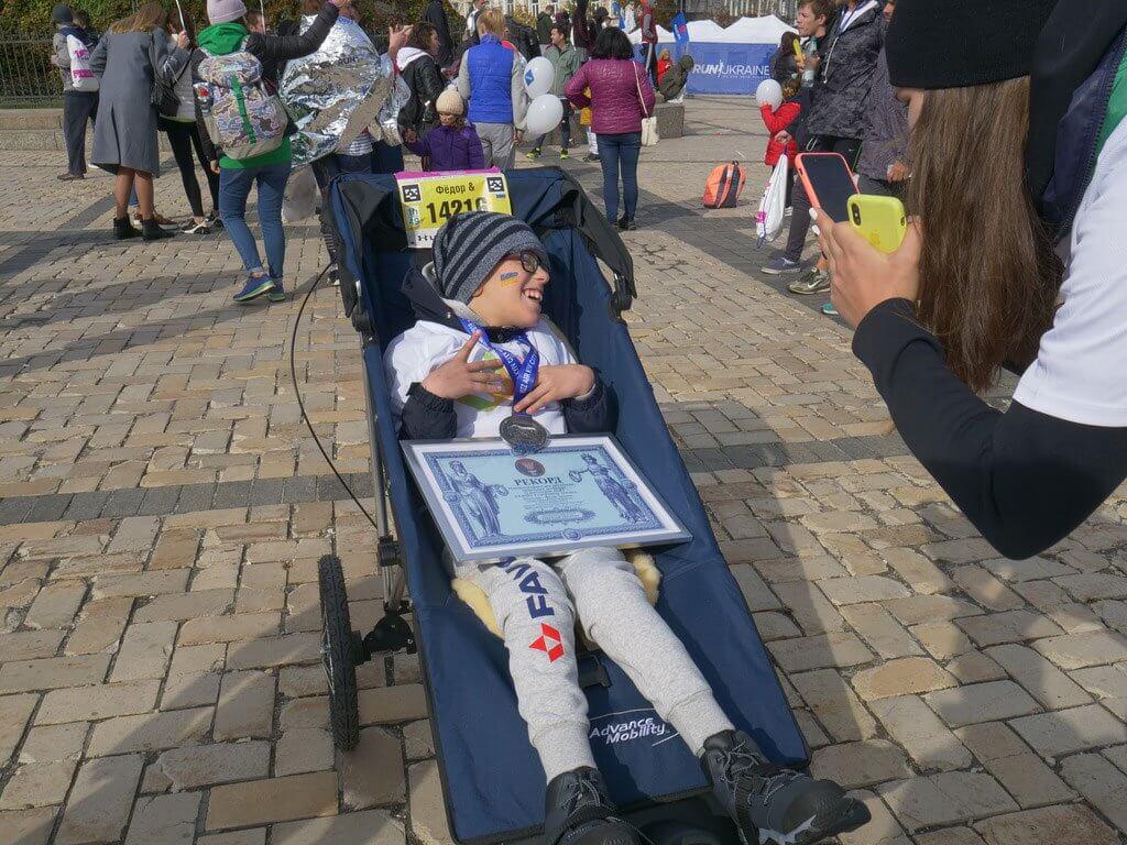 Як Федір із ДЦП напівмарафон пробіг і рекорд України поставив (ФОТО, ВІДЕО). wizz air kyiv city marathon, дцп, федір теклюк, напівмарафон, рекорд