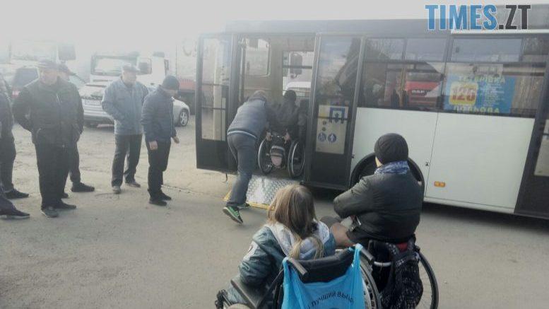 У Житомирі водії тренувались правильно транспортувати «маломобільних» пасажирів (ФОТО)