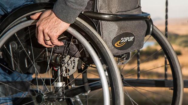 Бізнес і ваучери на освіту: як зміниться соцдопомога для людей з інвалідністю. кабмін, працевлаштування, соцдопомога, суспільство, інвалідність