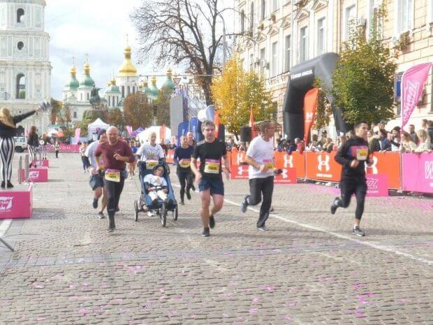 Як Федір із ДЦП напівмарафон пробіг і рекорд України поставив. wizz air kyiv city marathon, дцп, федір теклюк, напівмарафон, рекорд