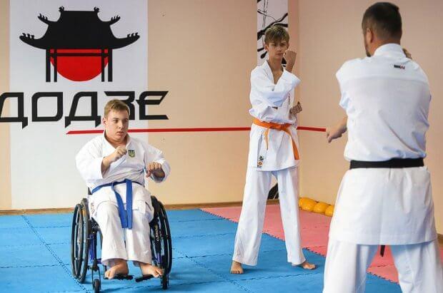 Тренування житомирських каратистів з ДЦП – учасників і переможців всеукраїнських та міжнародних змагань. дцп, житомир, карате, тренування, інвалідний візок