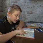 На Харківщині лікарі не визнають хворим хлопчика, в якого немає півчерепа (ВІДЕО)