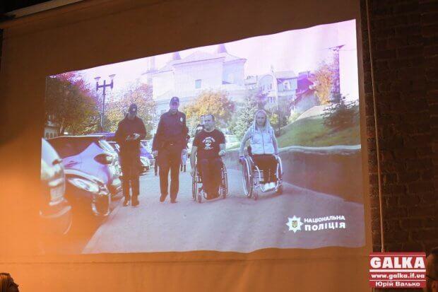 Чуттєвим роликом франківців закликали не паркуватися на місцях людей з інвалідністю. івано-франківськ, відеоролик, паркування, поліція, інвалідність