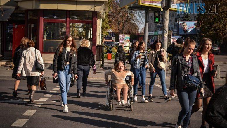 Недоступний Житомир: Катерина Чорток показала, як виглядає місто з інвалідного візку (ФОТО, ВІДЕО). житомир, катерина чорток, пандус, пристосованість, інвалідний візок