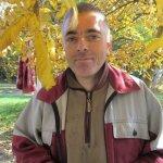 «Хочу, щоби було чисто»: чоловік із ДЦП 16 років працює двірником на Гравітоні