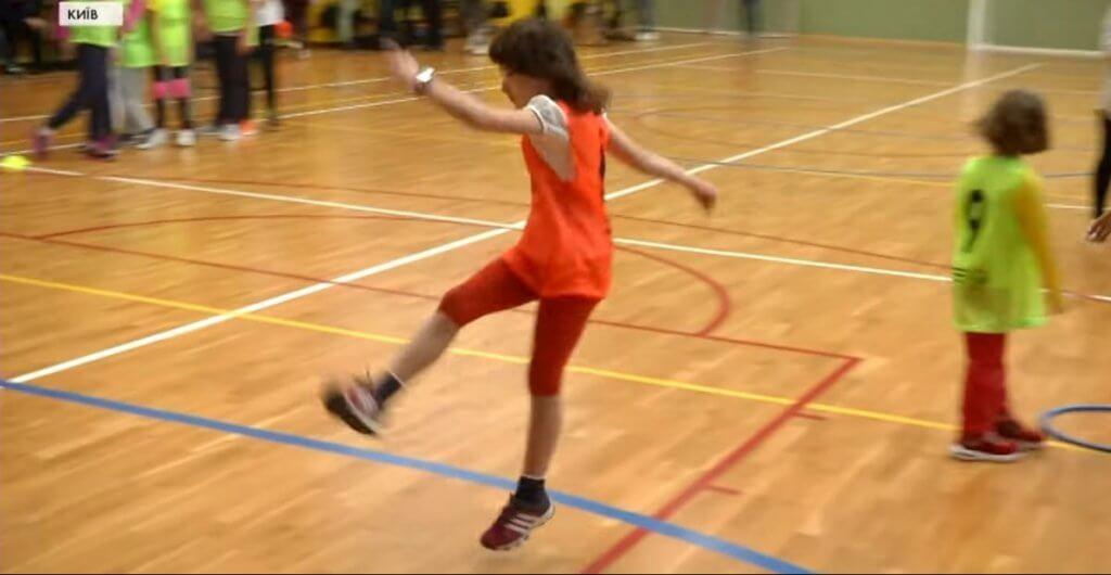 «Потрібно зламати всі стереотипи»: у Києві стартували футбольні тренування для особливих дівчаток (ВІДЕО). дівчатка, ментальними розладами, проєкт, тренування, футбол