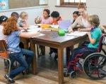 Мінсоцполітики впровадить послугу соціального супроводу під час інклюзивного навчання дітей з інвалідністю. асистент, дитина, послуга, супровід, інвалідність