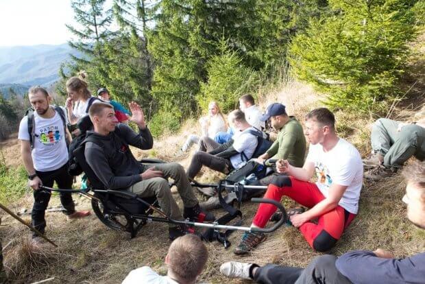VETERANS GO: у гори на руках…побратимів. veterans go, віктор баранник, ветеран, гори, сходження