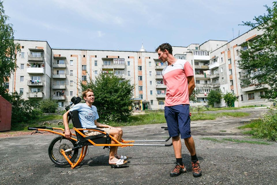 Понад сорок підйомів в гори: як у Львові працює фонд, який здійснює мрії людей з інвалідністю. on3wheels, волонтер, гора, проєкт, інвалідність