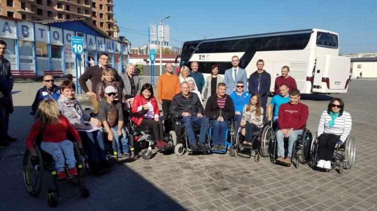 В Івано-Франківську випробовують доступність інфраструктури для людей із обмеженими можливостями