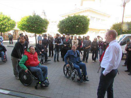 В Івано-Франківську випробовують доступність інфраструктури для людей із обмеженими можливостями. івано-франківськ, доступність, транспорт, інвалідність, інфраструктура