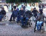 Випробували бар'єри на собі: як чиновники Івано-Франківська проїхали містом на інвалідних візках (ВІДЕО). івано-франківськ, доступність, чиновник, інвалідних візок, інвалідність