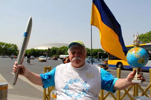Українець, який подорожує навколо світу на інвалідному візку: мотивуюча історія (ФОТО, ВІДЕО)