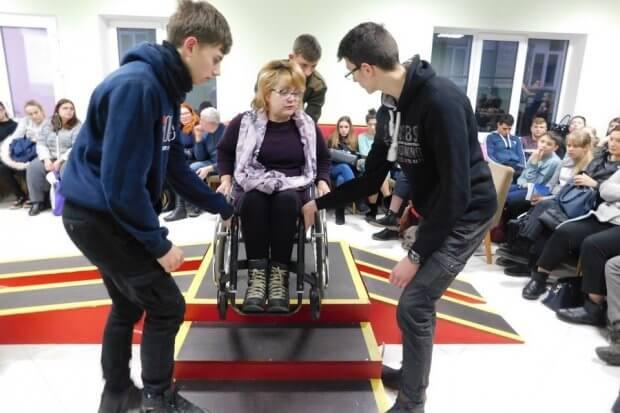 Волонтерів навчали особливостям роботи з людьми з інвалідністю. полтава, волонтер, допомога, заняття, інвалідність