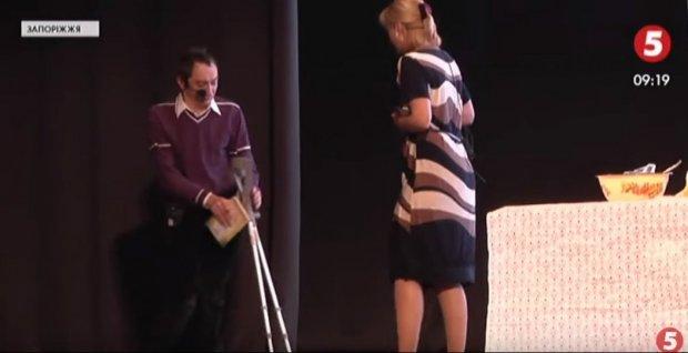 «Світло у темряві»: у Запоріжжі дебютував інклюзивний театр –. запоріжжя, світло у темряві, вистава, театр, інвалідність