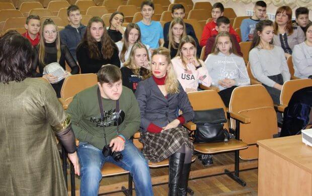 У Луцьку обговорили проблеми людей із інвалідністю. луцьк, любов сітовська, представник уповноваженого, просвітницькій захід, інвалідність