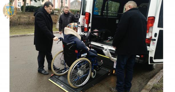 Новострілищанська громада отримала спеціалізований автомобіль для перевезення людей з інвалідністю (ФОТО). новострілищанська отг, перевезення, послуга, соціальне таксі, інвалідність